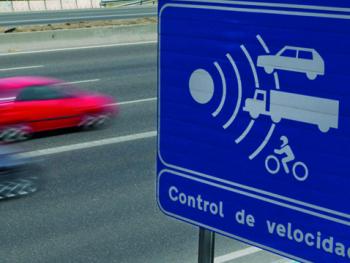 Los Ayuntamientos imponen más multas a los conductores que la DGT